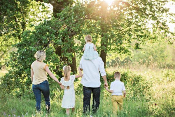 Rodiny s malými dětmi ušetří za školkovné