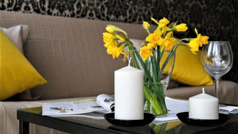 Jak provonět byt pomocí květin a svíček