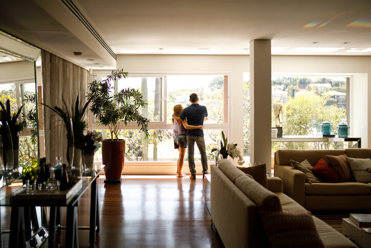 Obývací pokoj s živými rostlinami